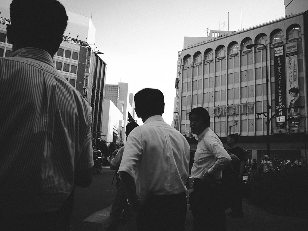 William Sudhana Tokyo Street Photography Businessman Workers waiting on traffic light